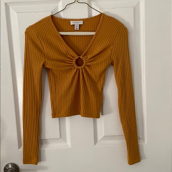 yellow long sleeve crop top with ring